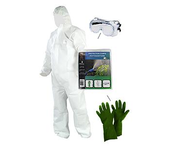 Set wergwerpoverall, beschermingsbril en handschoenen. Veiligheidsbril normen CE EN166 en EN170; handschoenen (Maat 9) CE EN374-1-2-3 (A2/6, J6/6, K6/6), EN420 (4001) en EN388; wegwerpoverall (Maat XL) CE EN340:2003, normen EN13982-1:2004 +A1:2010 Type 5: chemisch beschermende kledij tegen stofdeeltjes. Type 6 beperkte bescherming tegen vloeistoffen.